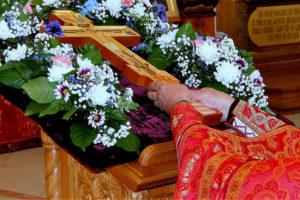 Вынос Животворящего Креста Господня для поклонения верующим